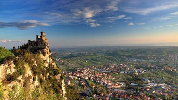 panoramica-sulla-rocca-guaita-e-sulla-valle-1-